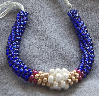 Kumihimo with four colors and two sizes of seed beads