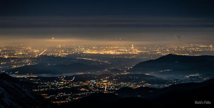 """""""Camminare all'aperto, di notte, sotto il cielo silente, lungo un corso d'acqua che scorre quieto, è sempre una cosa piena di mistero, e sommuove gli abissi dell'animo.""""  Hermann Hesse  Luci notturne di Torino e dintorni viste dal Rifugio della Balma."""
