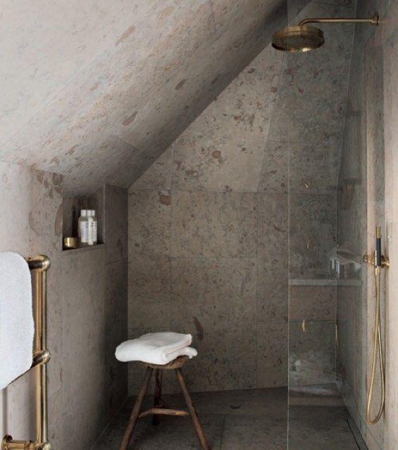 ostersjostenDet lilla exklusiva hotellet Ett Hem klädde detta badrum helt i kalksten. #kalksten #kalkstenibadrum #limestone