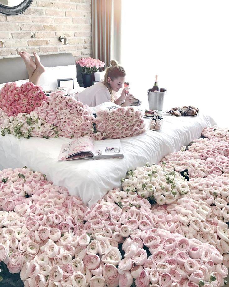 """3,171 kedvelés, 13 hozzászólás – Muszula Timi (@viraglauravirag) Instagram-hozzászólása: """"#lauravirag #flowers #ranunculus #relax ☺️"""""""