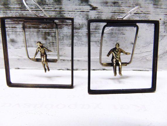 Square Minimal Handmade EarringsSwinging by pepeyoyojewellery
