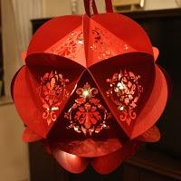 Kreative Bastelideen: Weihnachtliche Beleuchtete Kugel