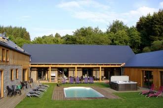 Perfect vakantiehuis voor ons jaarlijkse vriendenweekend. Ieder een eigen kamer en veel luxe, zoals het zwembad, jacuzzi en de sauna.