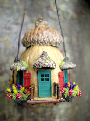 """Nutshell House"" ~ paradis express: miniatures"