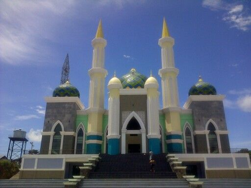 Beautiful Mosque in Town Center of Pare-Pare City in South Sulawesi, In this Year was build and the tower is under maintenance. In 2014 will be operate for muslim people in pare-pare.