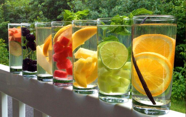 Εύκολες συνταγές για να φτιάξετε γρήγορα νερό με υγιεινά φρούτα και βότανα, σε ατέλειωτες ποικιλίες  Αποχαιρετίστε τα αναψυκτικά, τους χυμούς και το εμφιαλωμένο νερό με αυτές τις δροσιστικές και υγιεινές γεύσεις! Έχοντας στο ψυγείο σας 2-3 διαφορετικές γεύσεις αυτού του δροσιστικού νερού, θα έχετε και περισσότερα κίνητρα για να πίνετε πιο πολύ νερό. [...]