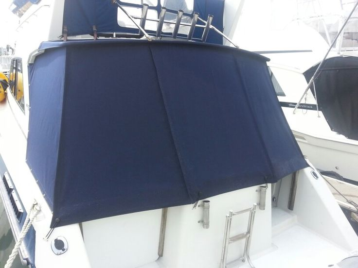 Cockpit cover on the Vindex 1150. Backsheet is zipped across the top and also down each side to allow for complete removal. Single bungy loops along the bottom.
