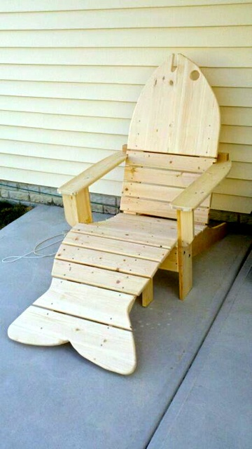 outdoor fish chair!     For Blythe!!!! It already looks like its at the house!!