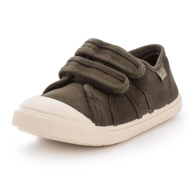 ¡Zapatillas de lona muy resistentes, con velcro y tela lavada. Muy prácticas para llevar para los campamentos urbanos y de montaña! #ténis #sapatilhas #trainers #tennis