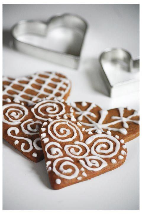 So beautiful and simple...love the gingerbread heart...still looks like Christmas, but the heart is unique.... ~Annixen.: december 2011