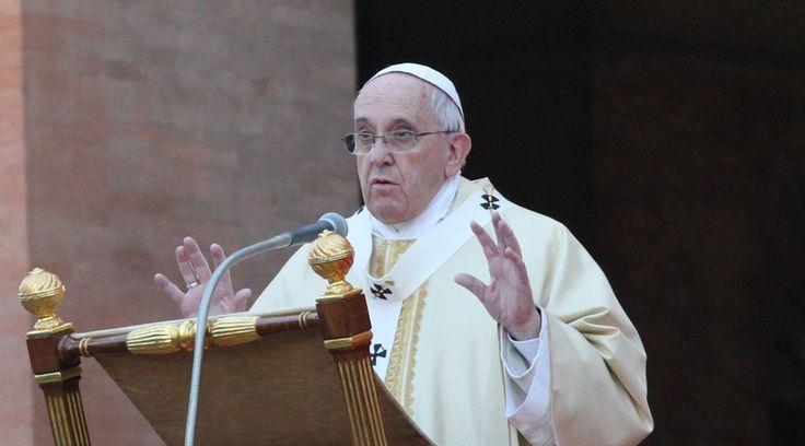 El Papa Francisco celebró este viernes su segunda Misa de 2015 en la capilla de la Casa Santa Marta, donde habló de la acción del Espíritu Santo en el hombre y de los motivos que hacen que una persona se encierre. https://www.aciprensa.com/noticias/papa-francisco-ni-mil-cursos-de-yoga-te-daran-la-libertad-de-hijo-de-dios-23894/