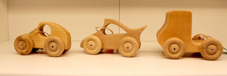 #DIY in #Berlin - Tischlerei Ebert sorgt für Verkehrsstau bei uns ;) #einfach ganz tolle Holzautos für die Kleinsten