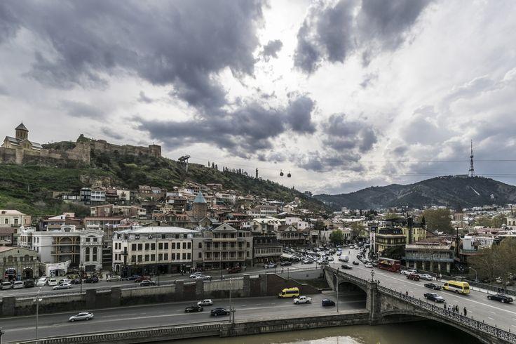 Tbilisi, Georgia (2017) #tbilisi #tiflis #georgia #gruzie #city #bridge #river #house