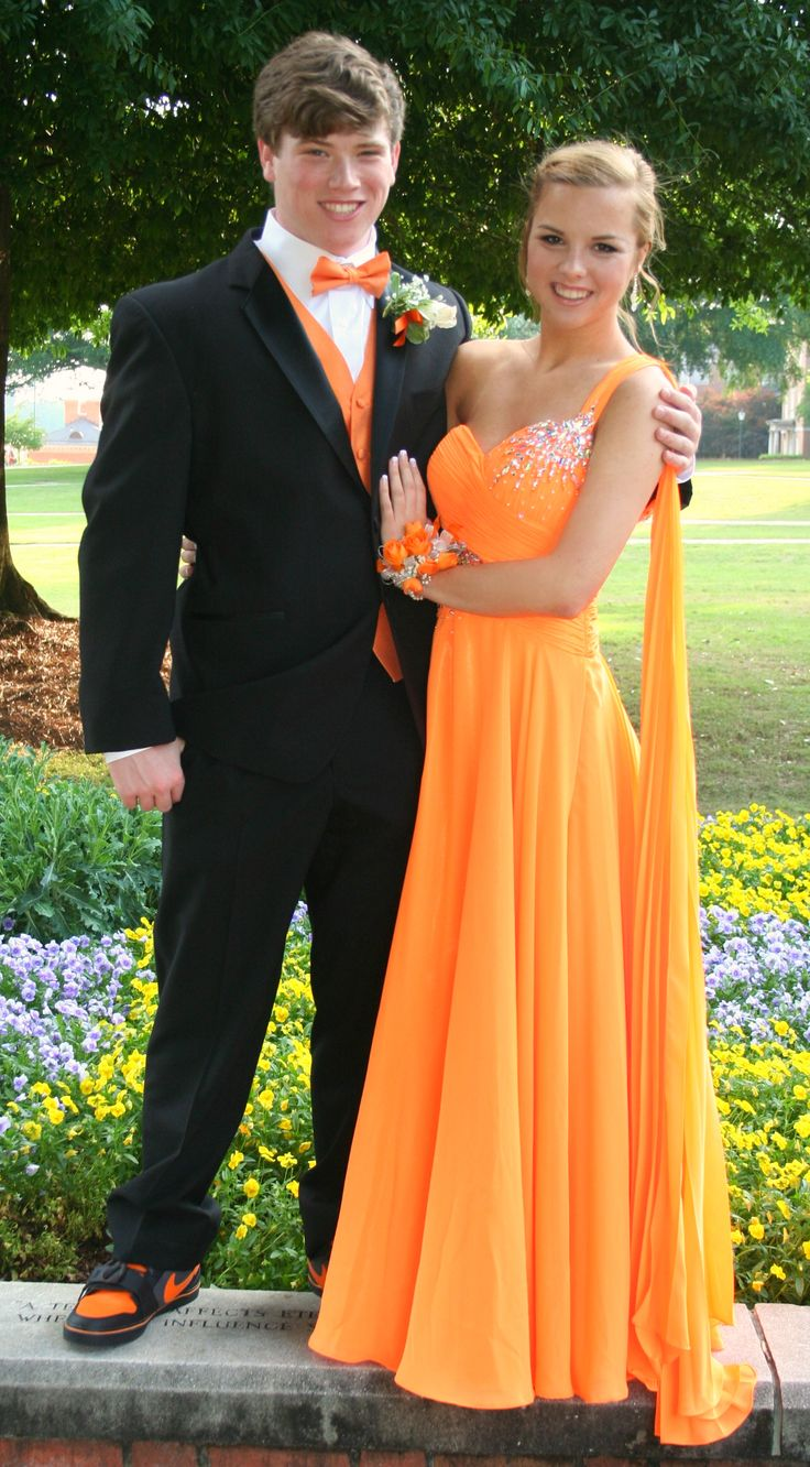 """Prom dress: Her body language says """"keep your distance, NOT into you!!"""" His says """"Look at my arm candy; I'm diggin' this.  I'm over the top she is my date!"""" LOL, not gonna happen dude... dream on."""