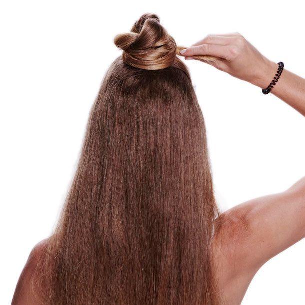 Zopf um das Haargummiherumlegen.