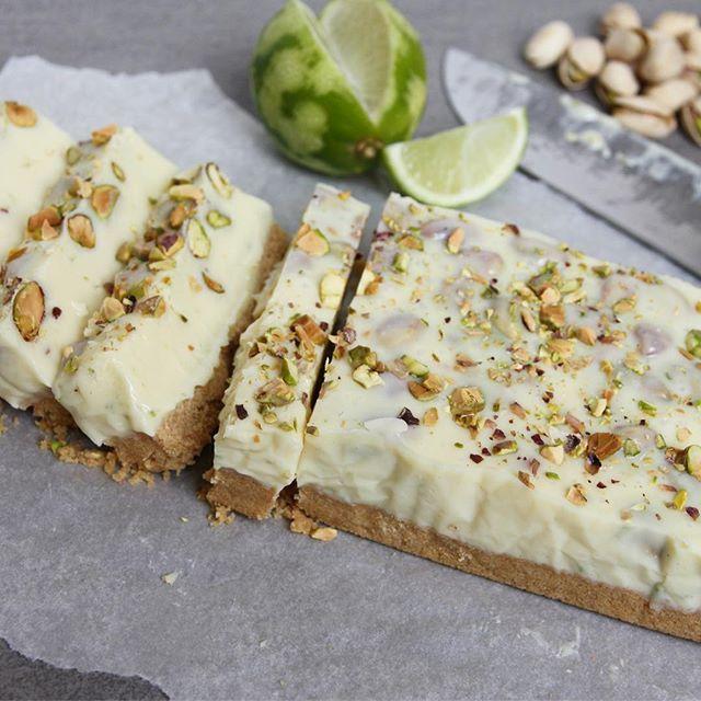 Witte chocolade fudge!💚 Met koekbodem, pistachenoten & limoen. Mega zoet maar ook mega lekker👌🏻 Het recept staat op eefsfood.nl👆🏻 #fudge #eefsfood #limoen #chocoladefudge #pistache #wittechocolade