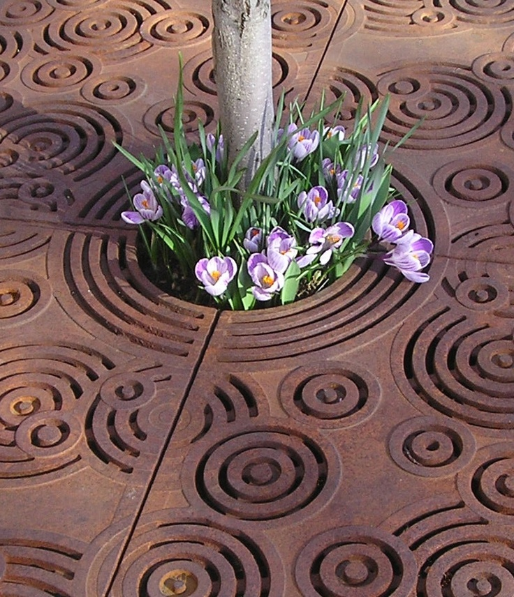Inspiratie: doorlatende boomspiegel, zo krijg de boom water.  Oblio Tree Grate