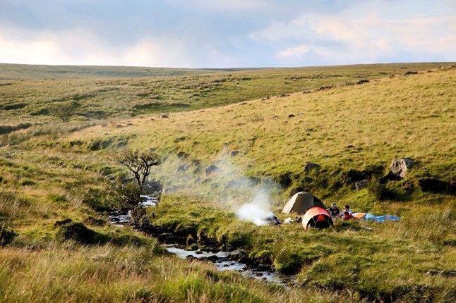 Wild camping on Dartmoor | Photo by Daniel Start for wildguide.net
