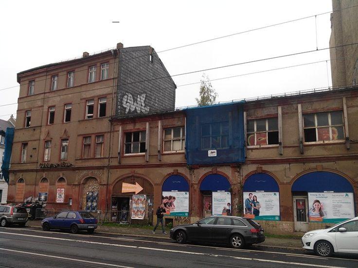 #Huygens#platz in #Leipzig #Möckern:  #Goldener #Löwe, ehemalige #Gastwirtschaft. Wartet seit Jahren auf #Sanierung und verfällt derweil vor sich hin. Traurig, #traurig...
