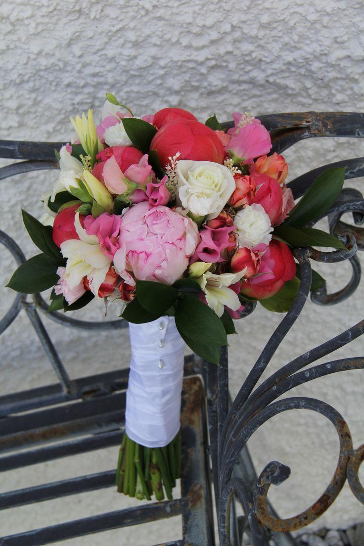 pearl pin bindings www.wanakaweddingflowers.co.nz/gallery/