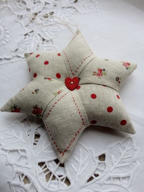 marijke-steekjeskruisjes: Star Pincushion, a combination of dots, flower and plain linen