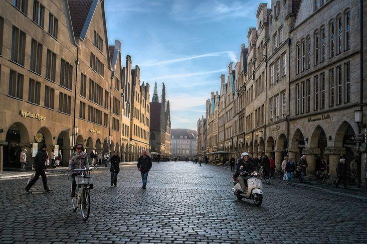 Ehrlich. Die Stadt ist so voll, Du weißt überhaupt nicht, wo Du noch hintreten sollst. | 28 Gründe, niemals einen Fuß nach Münster zu setzen
