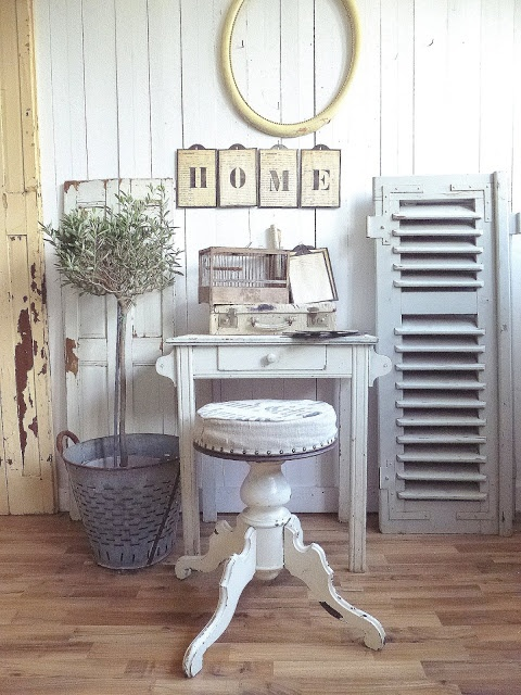 princessgreeneye: Mein Arbeitsstuhl........ ▇  #Vintage #Home #Decor  via - Christina Khandan  on IrvineHomeBlog - Irvine, California ༺ ℭƘ ༻
