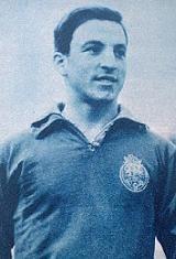Antonio da Rocha Morais nasceu no dia 30 de dezembro de 1934 em Vila Nova de Gaia. Depois de se ter sagrado campeão nacional de juniores pelo Futebol Clube do Porto, estreou-se na equipa principal dos Dragões na temporada de 1952/53. Representou os portistas durante dez épocas, tendo conquistado os campeonatos nacionais de 1955/56 e 1958/59, duas Taças de Portugal em 1955/56 e 1957/58 e cinco Taças Associação de Futebol do Porto em 1956/57, 1957/58, 1959/60, 1960/61 e 1961/62. No final do…