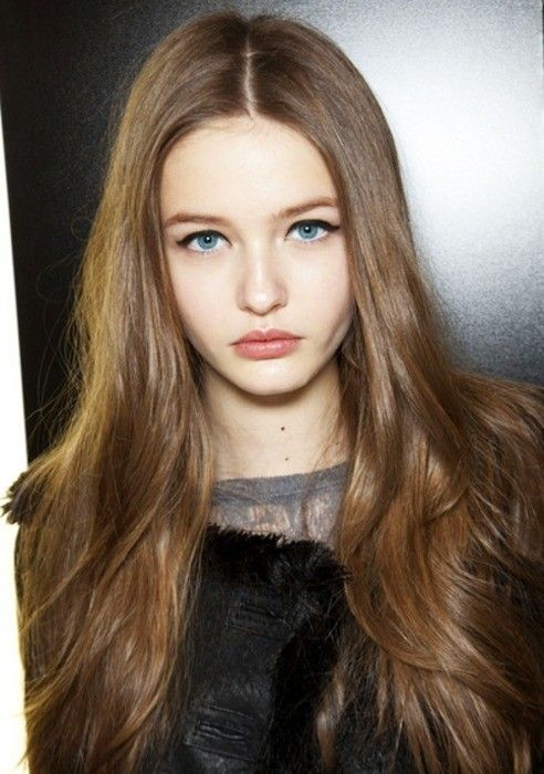 Pin By Pallas On Runway Editorial Makeup Hair Pale Skin Brown