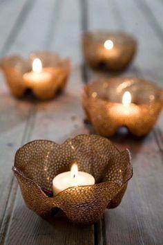 des porte-bougies délicats et créatifs, fabriqués en bouteille en plastique coupée et perforée