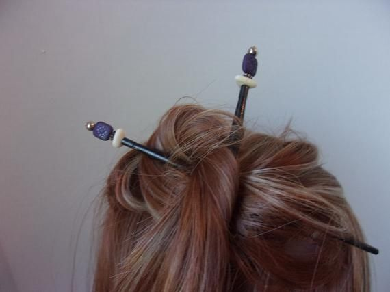 Paar asiatischen Stil Haarschmuck Brötchen-Sticks in Originalverpackung, lila, weiß und schwarz Haarsticks