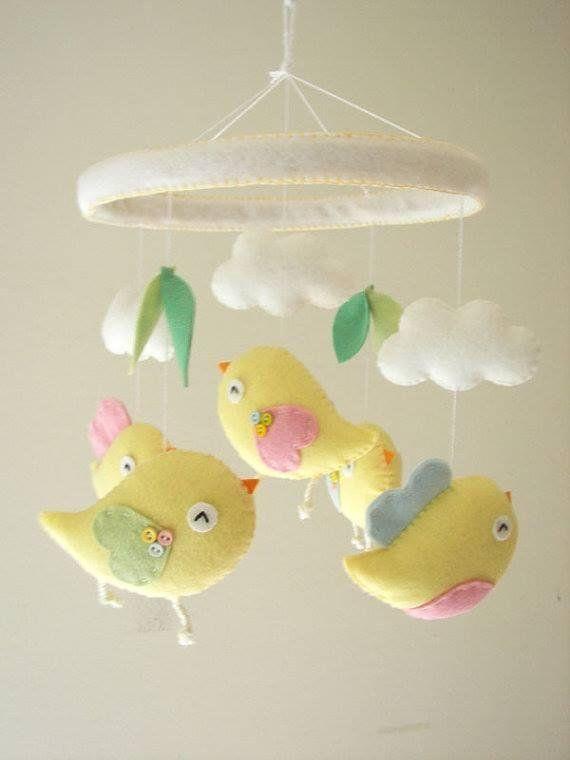 Móviles de fieltro para decorar habitaciones de niños | Manualidades