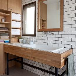 家族が見渡せる広いLDK を! – ROPA -の部屋 1F洗面室