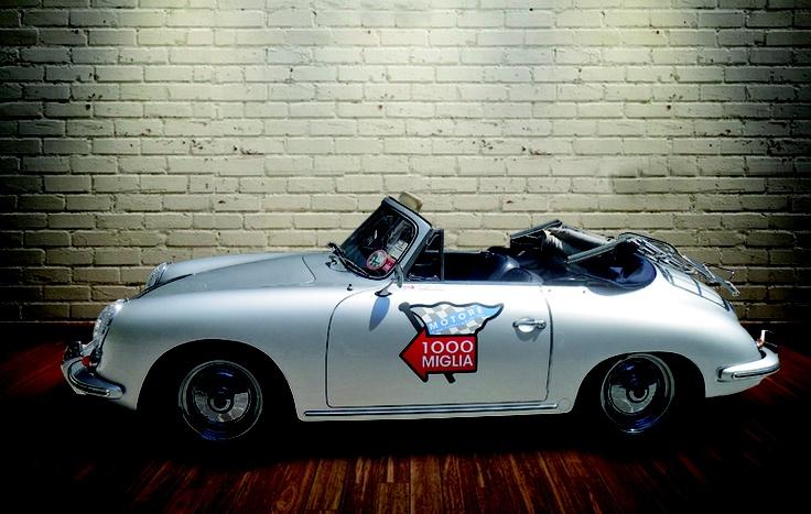 Decorazione auto d'epoca porsche 356 tramite adesivo stampato in quadricromia.  www.guidoborgonovo.it