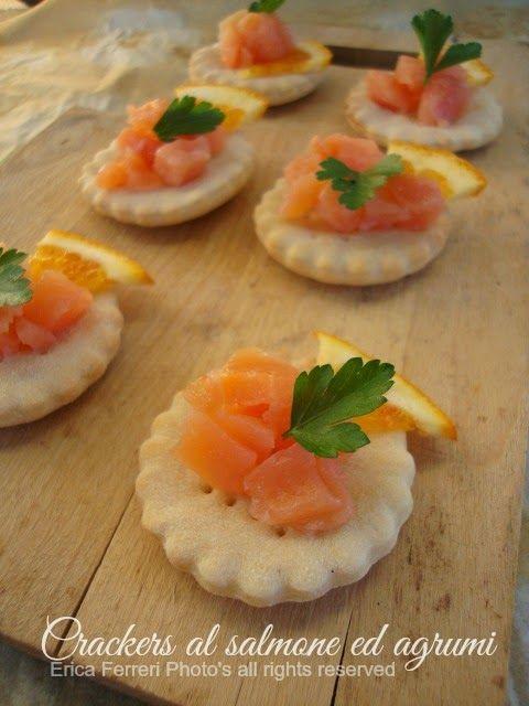 Ogni riccio un pasticcio - Blog di cucina: Tartine al salmone ed agrumi con crackers di pasta madre
