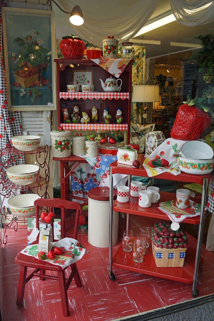 A Bit of Vintage Heaven Antique Mall  310 North Tower Avenue  Centralia, WA http://bagtheweb.com/b/TWqn0h  Vintage Northwest: http://bagtheweb.com/vintage  DSC04241  Antiques Furniture Vintage Centralia