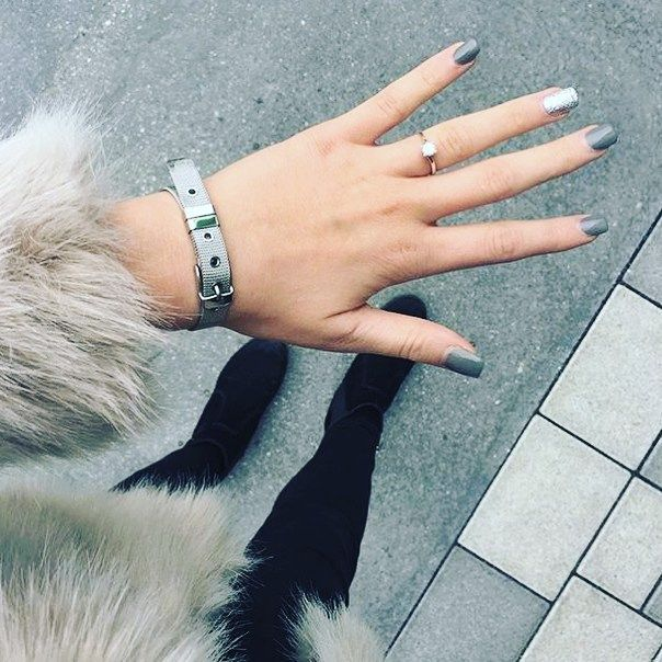 Our Silver Mesh Bracelet with matching grey nails! Fur adds the extra Look💕  //  Get your Mesh Bracelet now on www.onemaurino.com  📷 Thank you for this wonderful image ✨ @majabrinley  //  Tag us with our official hashtag #mymaurino and your fashion accessory for a chance to get featured😍