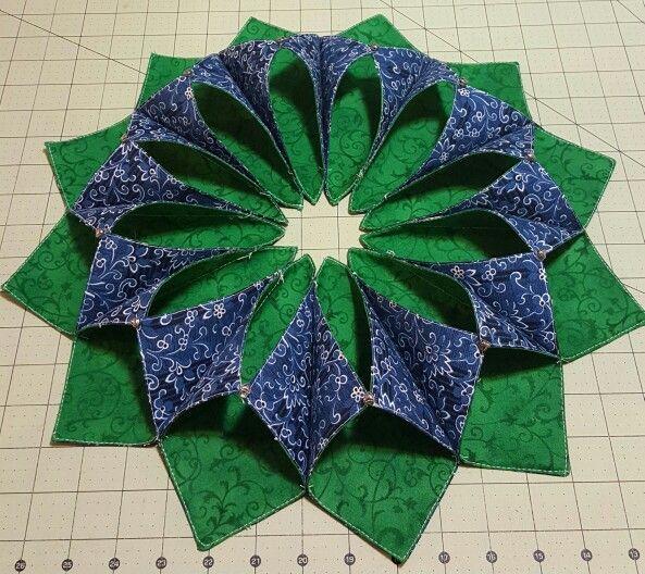 Pretty table wreath i made fold n stitch wreath inspiring ideas