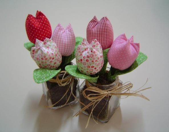 Trio tulipas by Olho de boneca artesanato em tecido - Danih Maia, via Flickr