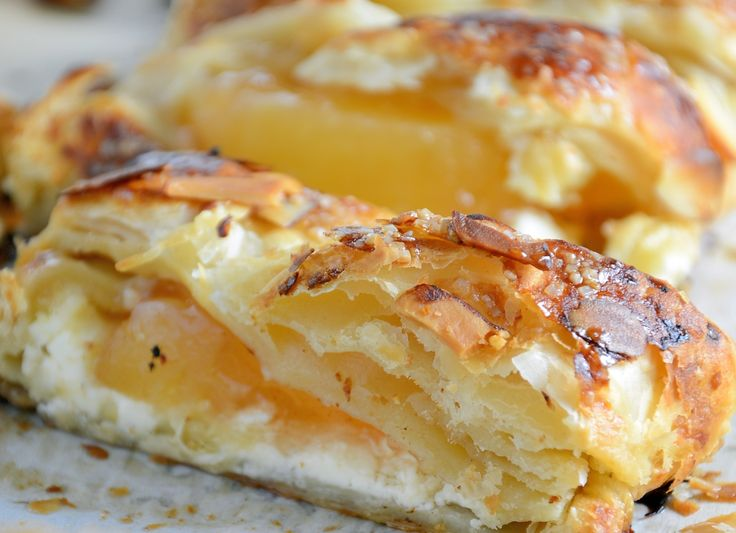 Easy Apple Cream Cheese Strudel Recipe- a twist of apple pie and apple crisp, this super simple dessert recipe uses cream cheese, puff pastry, almonds and apple pie filling in a lovely braid. www.savoryexperiments.com