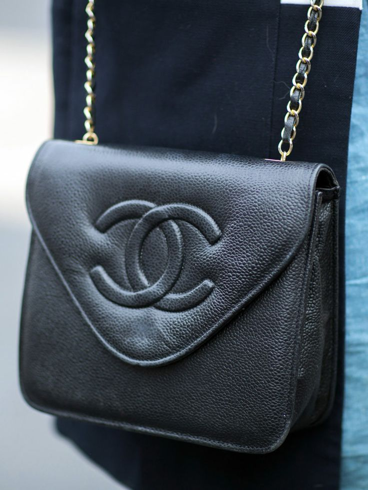 best 25 sac chanel ideas on pinterest channel bags chanel cross body bag and chanel bags. Black Bedroom Furniture Sets. Home Design Ideas