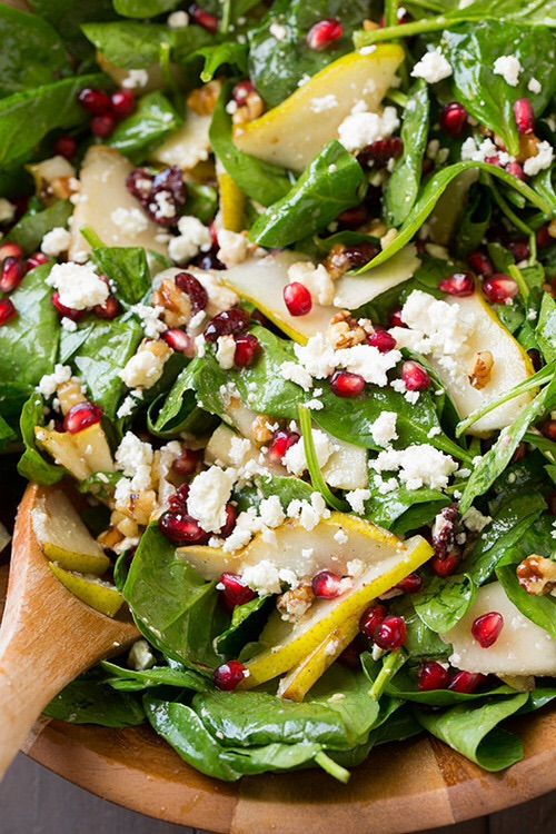 Spinach salad with pears, pomegranate and feta