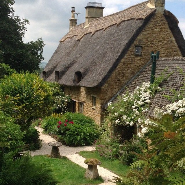 """pagewoman: """"  Cotswolds Cottage """""""