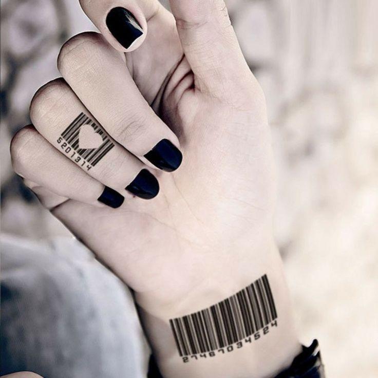 tatouages sur les doigts code à barres