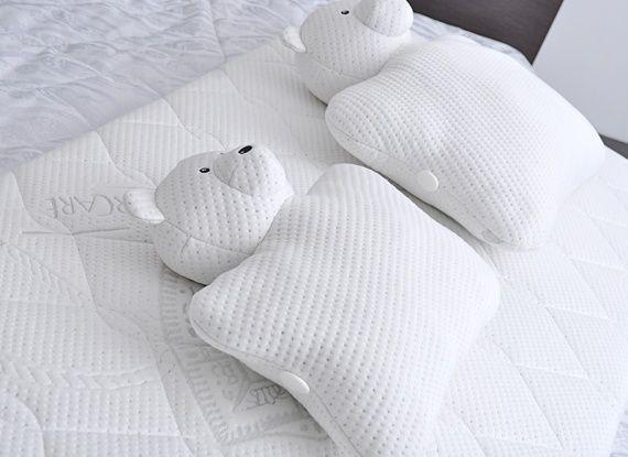 Зимой как никогда хочется тепла и уюта. SIESTA создала дизайн подушки в виде мишки, которого можно обнять и который обнимет в ответ.