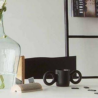 Shop @ SOOO.nl onze favoriete design hanglampen, zoals de hanglamp AMP van glas en groen of zwart marmer. Op voorraad.