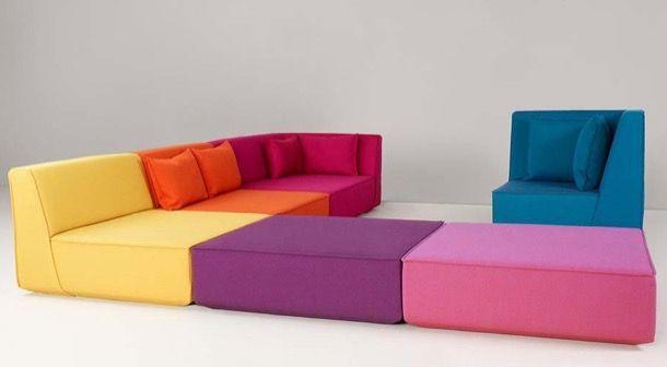 CUBIT: sofá modular para la vida moderna. La empresa alemana Mymito ha desarrollado el sofá modular CUBIT, que está compuesto a partir de cinco piezas diferentes, y gran variedad de telas y colores. Con este producto es el cliente el que crea y compone el sofá, haciendo uso de una intuitiva herramienta online que el fabricante tiene en su web. Los módulos se montan sin necesidad de herramientas, incluidas las fundas.  #Muebles, #Vídeos