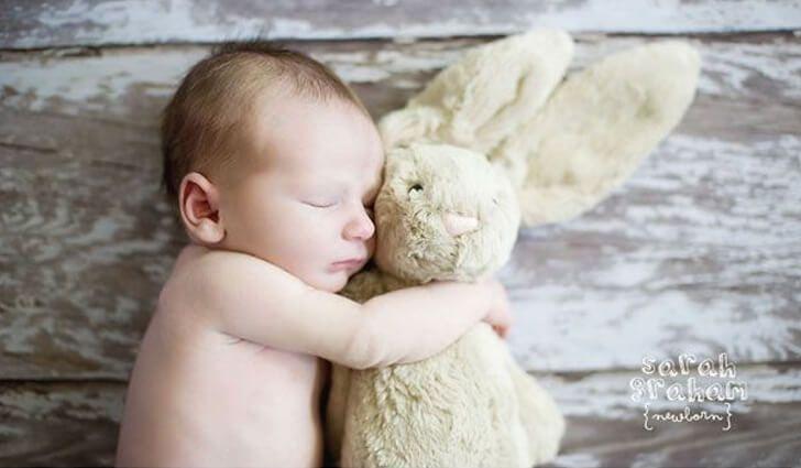 Heb je een newborn fotoshoot gepland staan en inspiratie nodig? Of wil je gewoon mooie foto's van je zwangerschap, baby, peuter of kleuter maken? Wij hebben een verzameling gemaakt van zwange…
