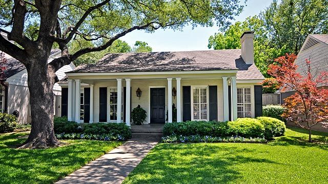 Curb Appeal!: Houses Charms, Dreams Houses, Exterior Houses, Paintings Brick Exterior, Front Of Houses, Pools Houses, Curb Appeal, Aaa Houses, Front Porches