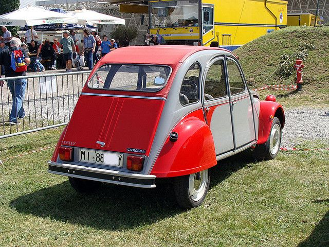 Citroën 2CV red and grey Dolly by Maurizio Boi, via Flickr • Novegro Lombardy May 23 2009 • citroen 2CV